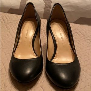 Black banana republic pump